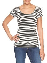 Fitted stripe scoopneck tee