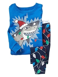 Glow-in-the-dark shark sleep set