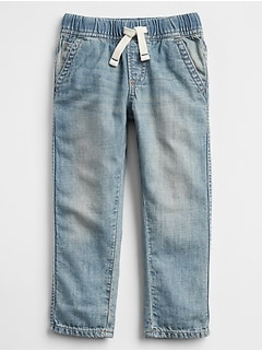 Pull-On Jeans in Slim Fit